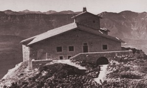 The completed Kehlsteinhaus in 1938, showing the southeast-facing main facade